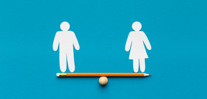 Personnage de sexe homme et femme schizophrène se tenant en équilibre sur un crayon