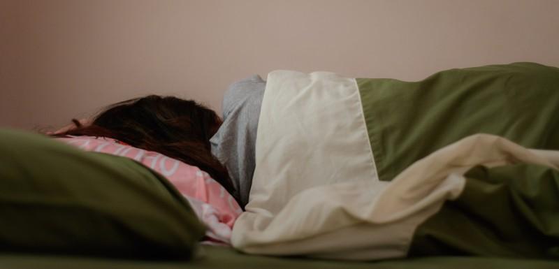 Dame couchée dans son lit